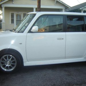 2005 Polar White Scion Xb
